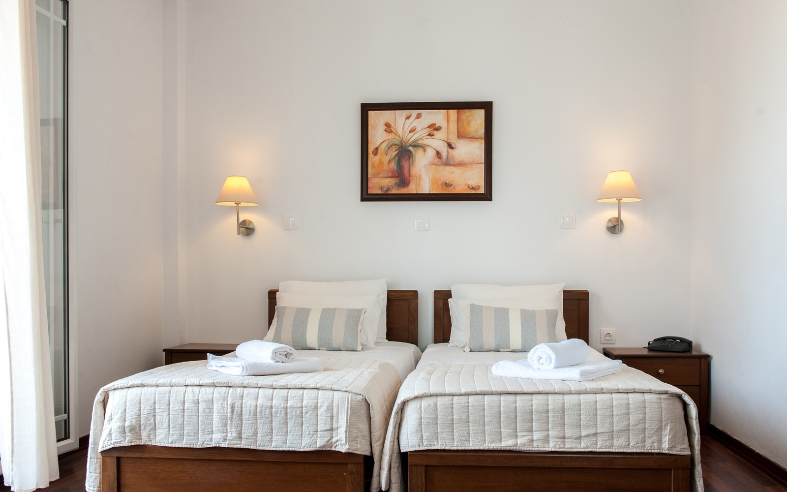 Twin with two single beds - Sea View